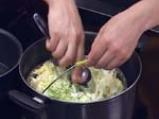 Зелева салата с оризово фиде