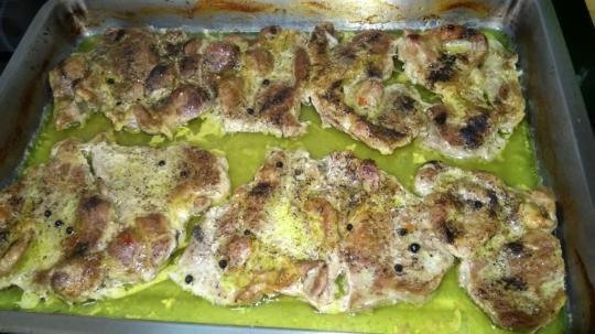 Свинска вратна пържола с картофи на фурна