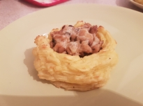 Картофени гнезда с пилешко месо