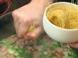 Супа с кренвирши и марули