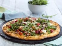 Пица с ягоди и козе сирене