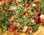 Пица с ягоди и козе сирене 10