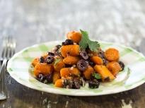 Салата от моркови с маслини и кориандър