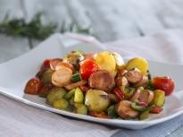 Зеленчуци с кренвирши на тиган