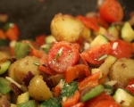 Зеленчуци с кренвирши на тиган 6