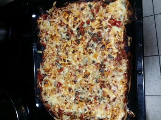 Пица с бекон и топено пушено сирене