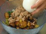 Салата с риба тон и пресни картофи 4