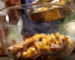 Салата с пилешко и царевица 4
