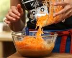 Глазиран ябълково-морковен кейк 3