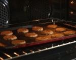 Бисквити с орехи и стафиди 6