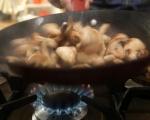 Ароматна супа от пащърнак със синьо сирене 5
