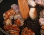 Яхния от свинско с лук 2