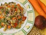 Оризова салата със зеленчуци