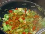 Пълнени картофи със зеленчуци в сос от сирене 2