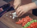 Кюфтета от червен фасул с чушкова салса 2