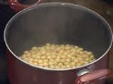 Нахутова салата с къри дресинг от кисело мляко