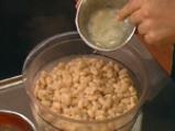 Кюфтета от зрял фасул със сос от праз