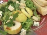 Салата от рукула с круши и синьо сирене