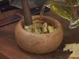 Разядка от печен чесън с палачинка от спанак 2