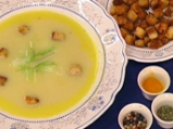 Крем супа от праз с босилкови крутони