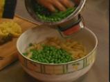 Макаронена салата с маслини и грах 2