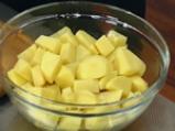 Подлучена картофена салата със зелен фасул