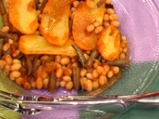 Печен боб с картофи
