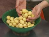 Яхния с пролетни картофи и маслини
