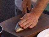 Пъстърва със синьо сирене, завита в патладжан