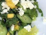 Пикантна салата от краставици с манго...