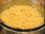 Спагетини с печени домати, орехи и извара 4