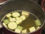 Студена супа с тиквички и авокадо