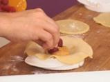 Пържен пай с праскови и малини 6