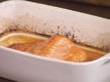 Филе от сьомга на фурна със сос