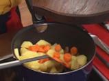 Подлучено шкембе с картофи и домати 3