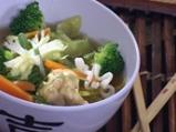 Пилешка супа с броколи и нудълс