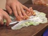 Китайски сарми върху салата от моркови с кориaндър 4