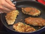 Пилешки гърди с топено сирене и доматен сос с босилек 4