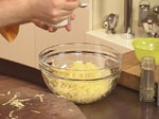 Забулени яйца с пюре от карфиол и крокан от картофи