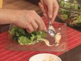 Зелена салата с коприва и доматени орехчета 10