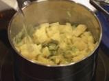 Картофи с праз и бекон в гювече 5