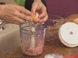 Пилешко руло със сушени домати, бекон и маслини 6