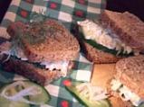Здравословен салатен сандвич с пилешко