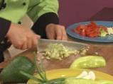 Зеленчукова салата с пушено пиле и авокадо 4
