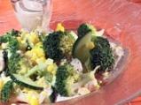 Царевична салата с броколи и дресинг ...