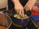 Поширана сьомга в зехтин със сос от краставици и спанак 2