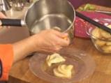 Задушени круши със сос от нар 8