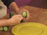 Салата от царевица и броколи в чашка от краставица 3