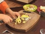 Супа от червена леща с маслинени кротончета