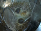 Пикантни скариди с хрупкав босилек
